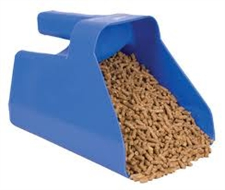 3 Qt Plastic Feed Scoop Hog Slat