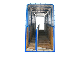 Picture of Hog Slat® Loading Chutes - Inside Walkway
